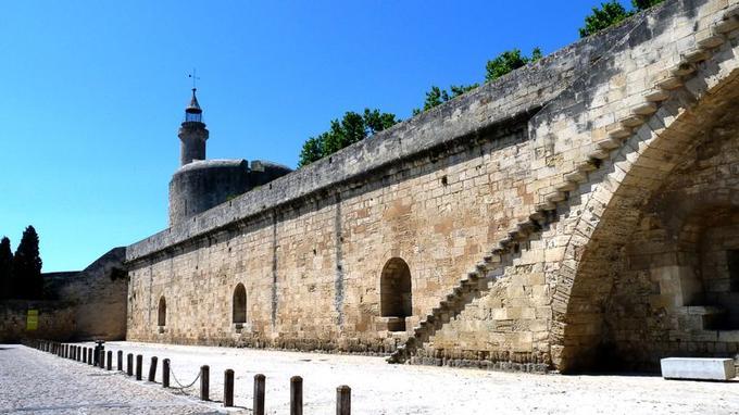 N°10   168.000 visiteurs. Les remparts d'Aigues-Mortes ont été construits entre 1272 et 1300 et se déploient sur une longueur de 1600 mètres. Ces remparts d'une incroyable hauteur sont extrêmement bien conservés pour une construction datant de l'époque médiévale.