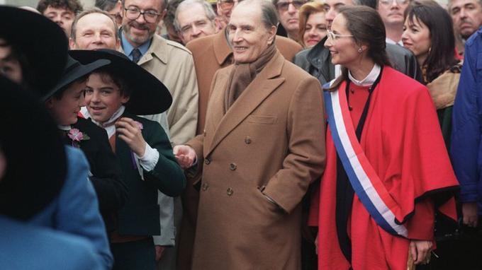 La carrière politique de Ségolène Royal commence dans les pas de François Mitterrand dans les années 80. Ici en compagnie du président Mitterrand alors qu'elle est députée des Deux-Sèvres ,en 1992.