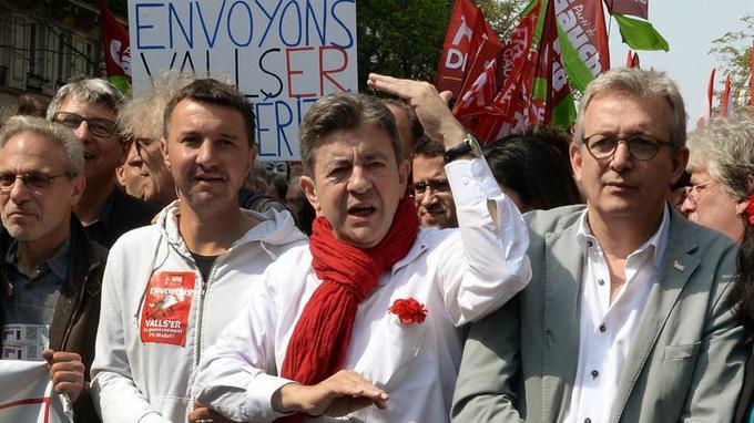 Olvier Besancenot (NPA), Jean-Luc Mélenchon (Front de gauche) et Pierre Laurent (PCF) samedi à Paris.