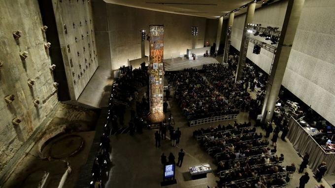Près de 13 ans après les attentats de New York, le président Barack Obama inaugure le National Memorial Museum, le jeudi 15 mai à New York, en présence des familles de victimes, de survivants et équipes de secours et de personnalités.
