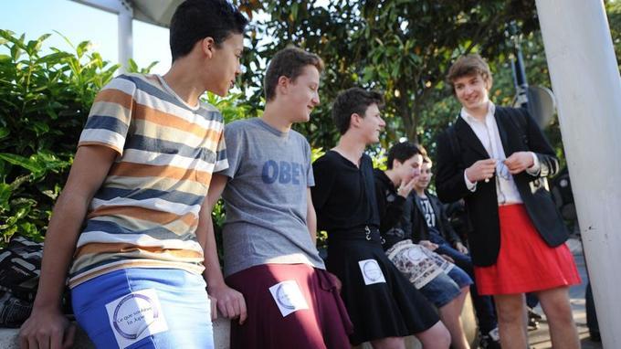 Les lycéens entendaient lutter contre le sexisme et protester contre la Manif pour tous qui avait défilé jeudi devant leur établissement.