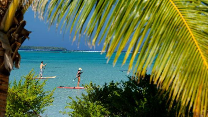 Balade en paddle sur les eaux cristallines du lagon.