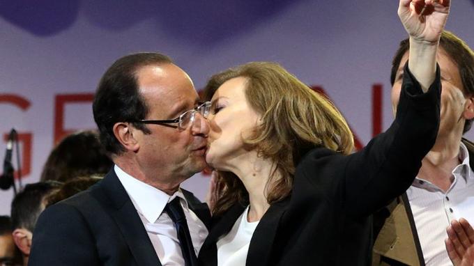C'est un ordre. «Embrasse-moi sur la bouche!». Le fameux baiser du 6 mai 2012 aurait dû donner la puce à l'oreille de François Hollande, président fraîchement élu. L'extrême jalousie de sa première dame va l'emporter dans un tourbillon dévastateur.