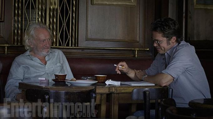 Niels Arestrup et Brad Pitt dans le nouveau film d'Angelina Jolie <i>By the Sea</i>.