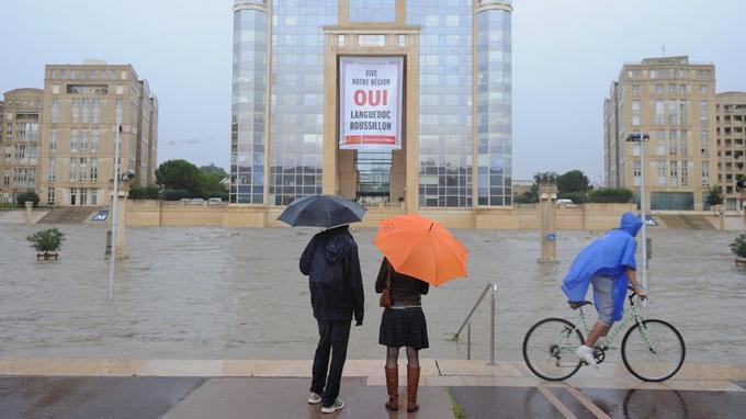 Après des pluies diluviennes sur le Languedoc -Roussillon, l'hôtel de région à Montpellier à presque les pieds dans l'eau suite à la crue du Lez.