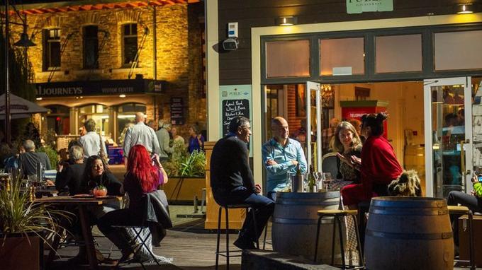 Belle ambiance au Public Kitchen & Bar, un pub «bobo mais pas trop», situé que le quai du steamer de Queenstown.