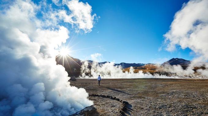 A l'aube, le contraste de température avec l'air glacé est tel que les geysers d'El Tatio envoient de splendides panaches.
