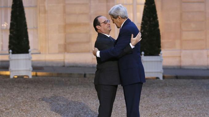 Pour compenser l'absence de hauts responsables américains à la marche républicaine du 11 janvier, John Kerry est arrivé dans la soirée de jeudi à Paris. Ce matin le président François Hollande l'a reçu à l'Elysée.