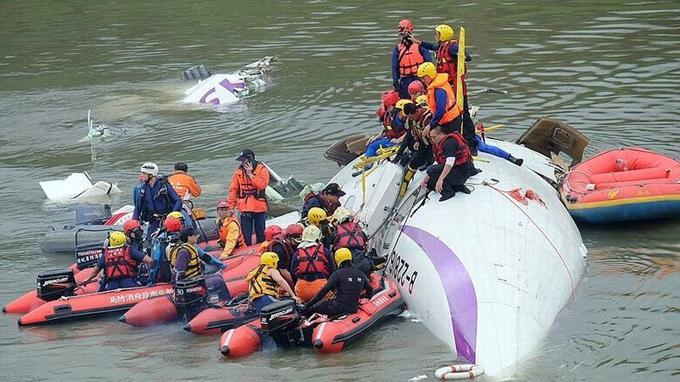 D'après des médias chinois, 31 passagers étaient originaires de Chine continentale, et voyageaient en deux groupes touristiques au départ de Xiamen, ville portuaire de la province du Fujian qui fait face à Taïwan. Le reste des personnes à bord étaient taïwanaises.