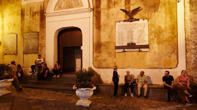 Comme dans un commedia dell'arte, chacun joue son rôle avec grâce et bonne humeur dans les ruelles de Maratea.
