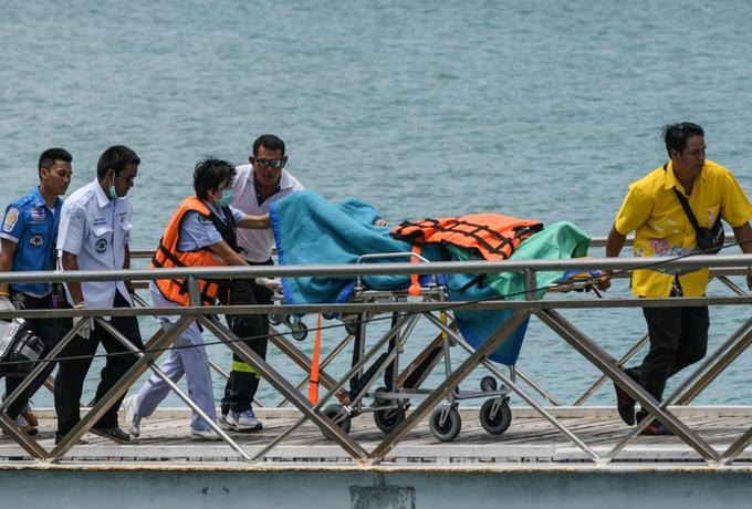 21 morts, des dizaines de touristes disparus dans un naufrage — Thaïlande