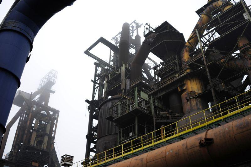 <b>ArcelorMittal / Florange -</b> Le ministre du Redressement productif, Arnaud Montebourg, a lancé l'idée d'une possible «nationalisation temporaire» du site de Florange, propriété du groupe sidérurgique ArcelorMittal. À deux jours de la date limite du dépôt des offres de reprise du site, le bras de fer est engagé: «Nous ne voulons plus de Mittal en France» a déclaré le ministre en début de semaine. Mercredi, Arnaud Montebourg a évoqué devant les députés la possibilité qu'un aciériste investissent 400 millions d'euros.