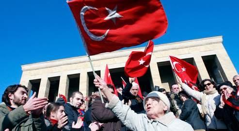 Le Parlement turc autorisele port du voile à l'université