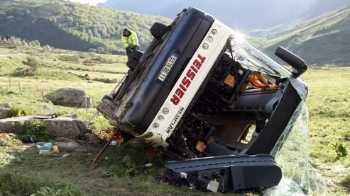 Deux morts dans un accident de car près d'Andorre