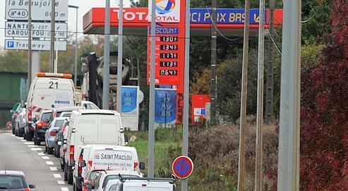 La pénurie de carburant exaspère