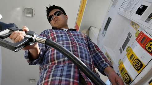 Des États-Unis à la Chine, le prix de l'essence inquiète