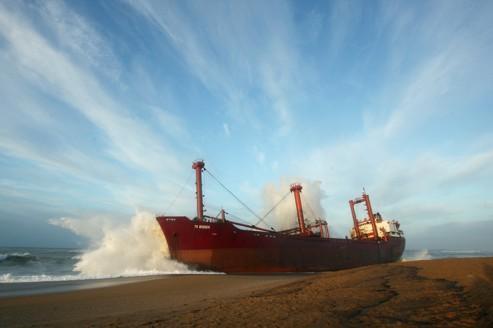Cargo échoué : l'armateur sommé de réhabiliter le site