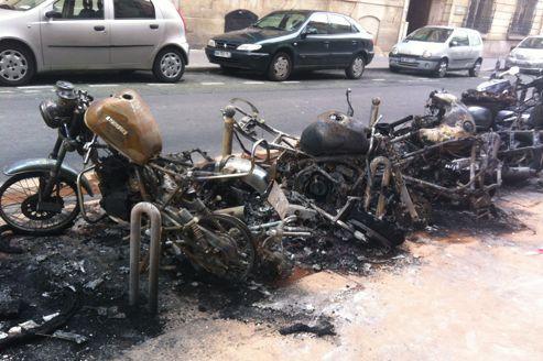 Scooters brûlés à Paris : un suspect incarcéré