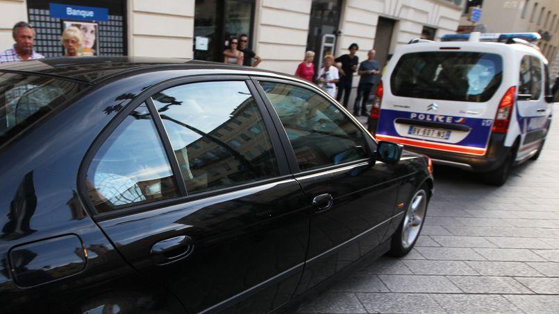 À Nice, les soutiens du bijoutier descendent dans la rue