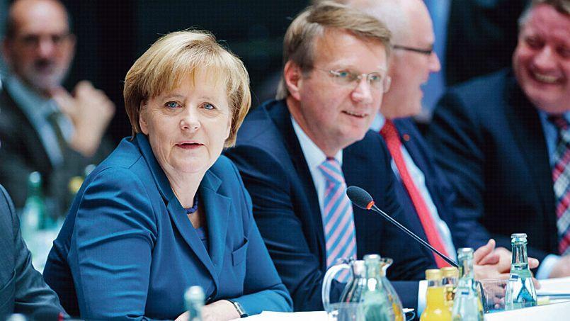 Merkel retrouve Hollande à Paris pour un sommet sur l'emploi des jeunes