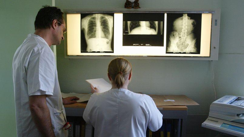 Les médecins gagnent moins en France qu'à l'étranger