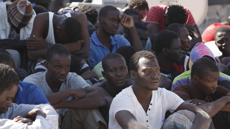 Près de 500 migrants portés disparus, coulés par leurs passeurs