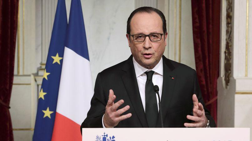 Présent dimanche, Hollande appelle tous les Français à «se lever»