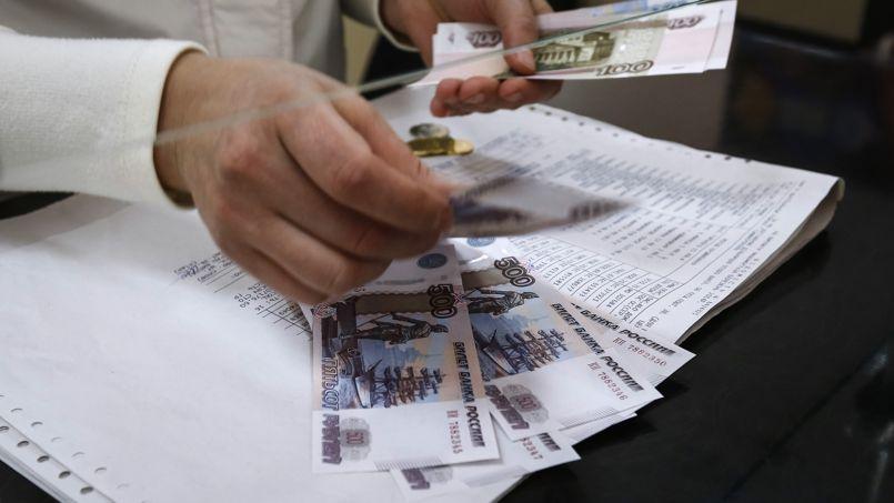 La Russie dégradée, le rouble replonge à son plus bas