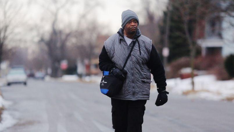 James Robertson, un Américain de 56 ans, marchait chaque jours 33 kilomètres pour se rendre à son travail.