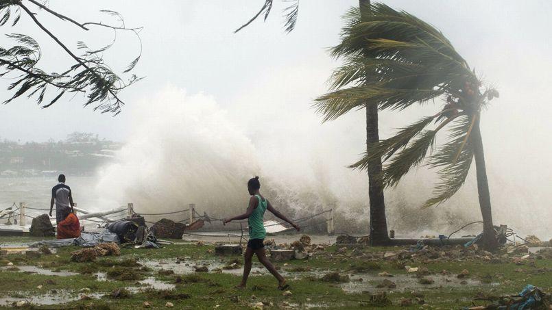 D vastation totale au vanuatu apr s le passage du puissant cyclone pam - Les 5 cyclones ...