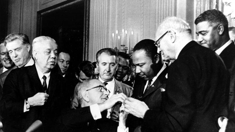 moins dun an aprs le discours le 2 juillet 1964 lyndon johnson devenu prsident aprs lassassinat de kennedy promulgue lors dune crmonie le civil apras le discours de celle qui