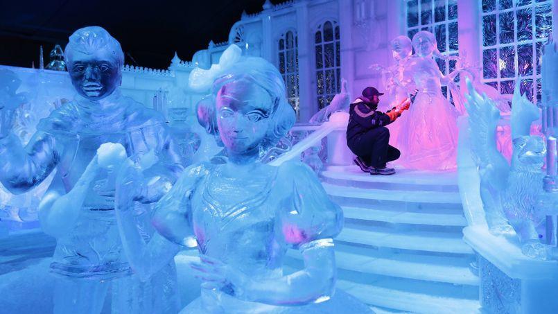 La reine des neiges et sa cour de glace bruges for Chateau de glace reine des neiges