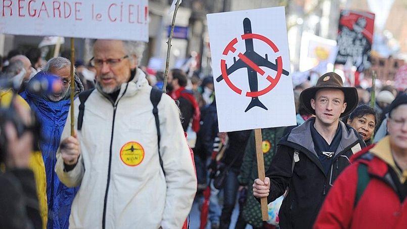 Manifestants contre le projet d'aéroport de Notre-Dame-des-Landes, le 22 février 2014 à Nantes.