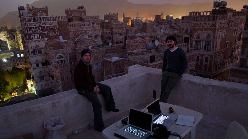 Le photographe Benjamin Petit ( à gauche) avec le photographe Pepe lors de son reportage au Yémen.