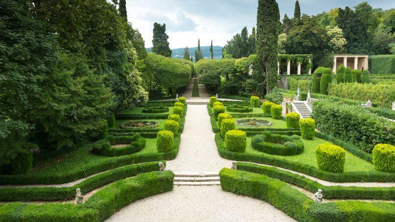 Dessinés en 1783 par l'architecte Luigi Trezza, les jardins de Pojega sont entretenus avec passion par la famille Rizzardi.