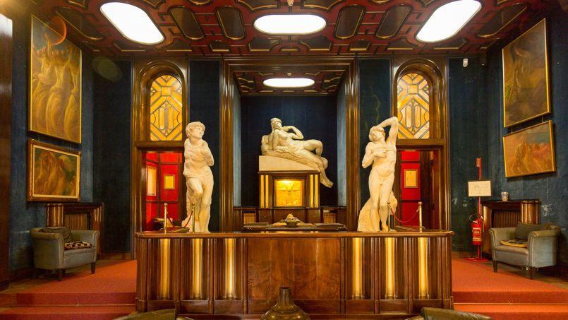 Omnibulé par sa propre mort, Gabriele D'Annunzio avait conçu ce modeste décor, qui accueillit sa dépouille.