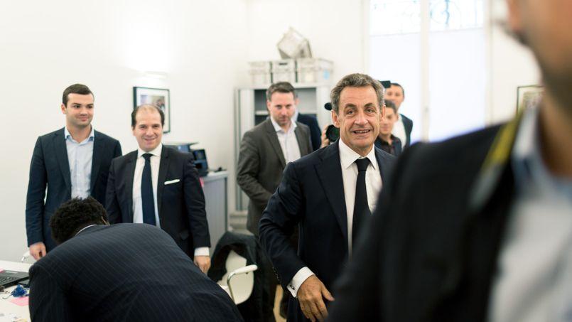 Nicolas Sarkozy lors de sa première visite à son QG de campagne, (VIIIe arrondissement), le 29 septembre. «Je reviens enrichi par l'expérience, mûri par mes échecs... et aussi quelques succès.»