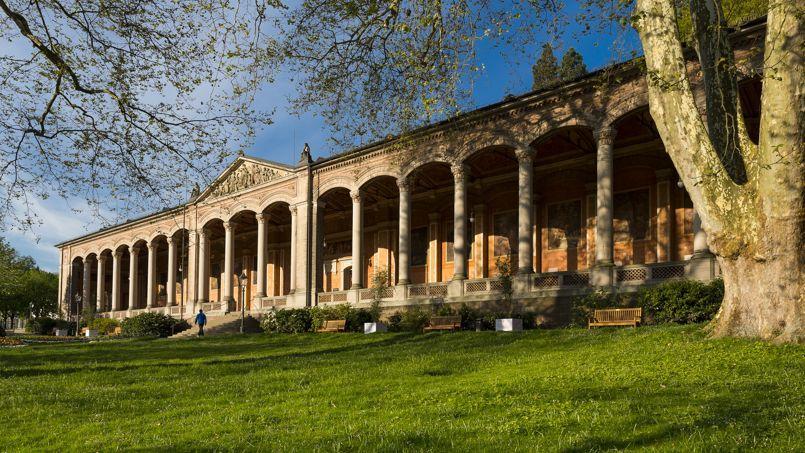 La Villa De Luxe Moderne Se Devoile : Baden confetti de luxe et plaisir