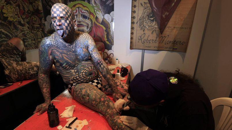 L 39 album insolite de la semaine - Se faire tatouer au salon du tatouage ...