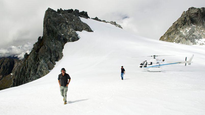 Sur l'île du Sud, les Alpes néo-zélandaises abritent plus de 300 glaciers (ici celui du mont Tutoko, 2 723 mètres), dont la taille ferait rougir nos glaciers.