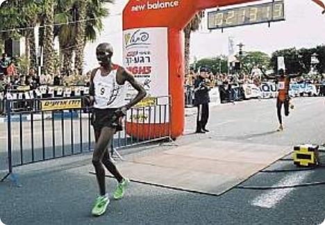 Mushir Salem Jawler a remporté le marathon de Tiberias en Israël. A l'annonce du résultat, le royaume du Bahrein lui a confisqué sa nationalité.