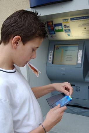Les 12 15 ans auront leur propre carte bancaire - Plafond carte bleue caisse epargne ...
