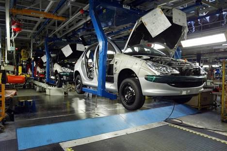 Une usine de construction automobile.
