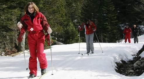 En hiver, on tasse les pistes avec des machines plus performantes, qui maintiennent la neige plus longtemps.