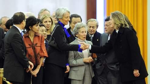 Andrée Sarkozy, lors de la visite officielle de son fils en Chine, entourée de Rachida Dati, Christine Lagarde, Jean-Louis Borloo et de son petit-fils Pierre Sarkozy. (AFP/Feferberg)