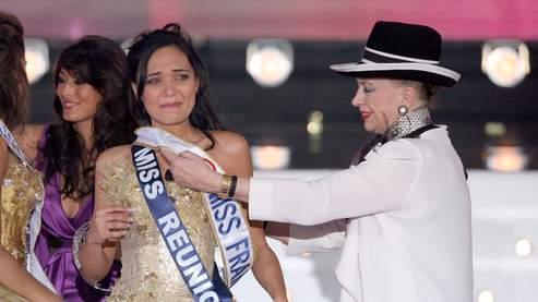 La nouvelle Miss France avec Mme de Fontenay (AFP/Charlet)