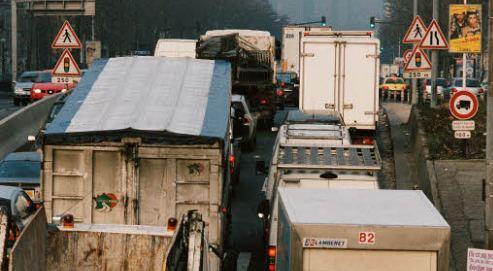 Certains routiers utilisent les lignes blanches des bandes d'arrêt d'urgence provoquant des vibrations, et roulent ainsi «à l'oreille».