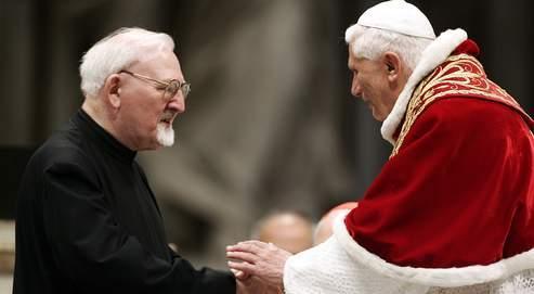 Fait sans précédent, le Néerlandais Peter-Hans Kolvenbach a démissionné de ses fonctions à la tête delaCompagnie, après avoir œuvré durant 24 ans à restaurer la confiance avec la papauté.