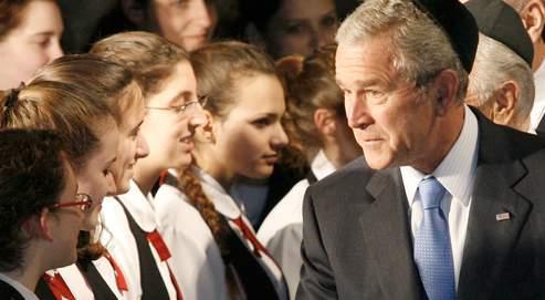 George Bush, ici pendant une cérémonie au mémorial de l'Holocauste, vient d'effectuer sa première visite officielle en Israël et dans les Territoires palestiniens.