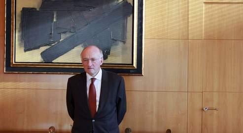 Le PDG de la Société générale Daniel Bouton, hier dans ses bureaux à la Défense, affirme que «ce qui est arrivé n'a rien à voir avec une catastrophe qui aurait été le fait de notre stratégie